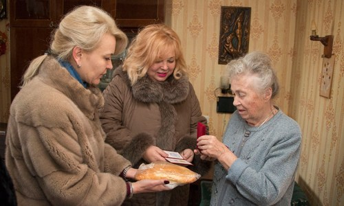 В Керчи объяснили, что дарили ветеранам не хлеб, а пироги