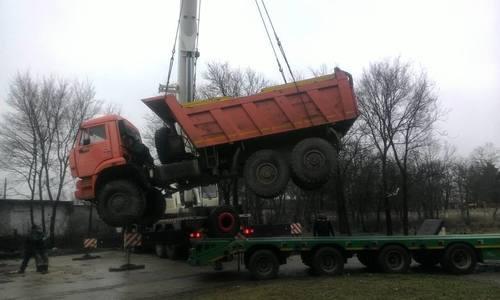 Завалявшиеся бесхозные грузовики увозят с улиц