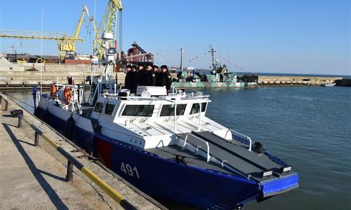 В Керчь из Севастополя пригнали катера для охраны моста