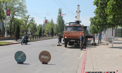 На Кирова водоканал убирает ДСП: дорогу будут асфальтировать