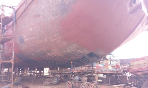 Севшая на мель в Керченском проливе баржа только прошла капитальный ремонт