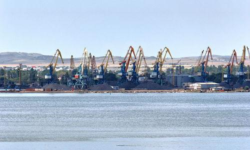 Из-за санкций и Крымского моста в Керчи увольняют сотни людей