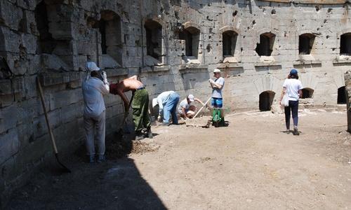 В Керчи исследуют крупнейшую в РФ крепость 19 века